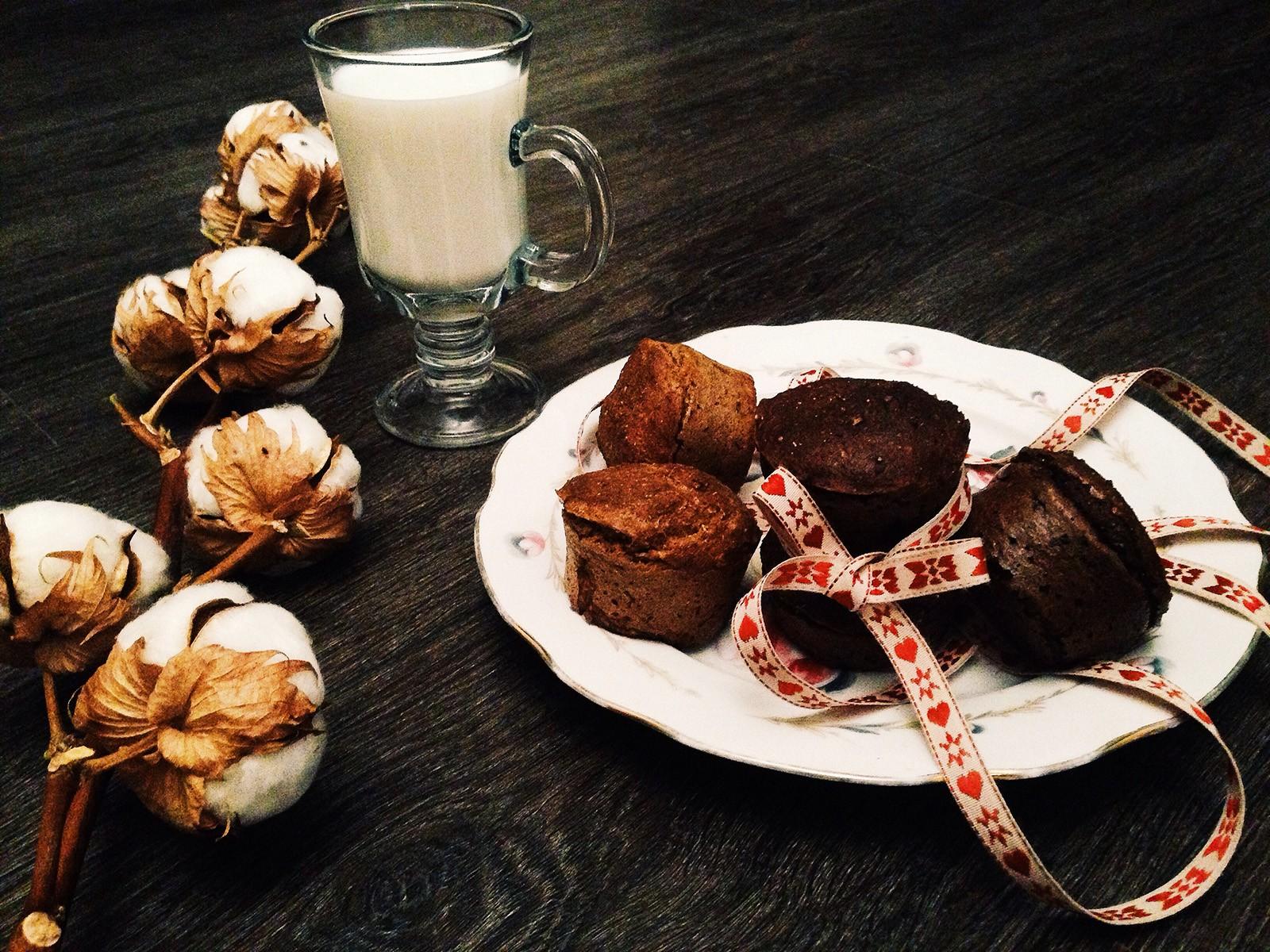 petits g teaux au chocolat alimentaires de farine de lin d licieux. Black Bedroom Furniture Sets. Home Design Ideas