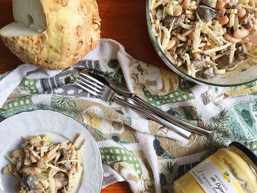 Салат из сельдерея с куриной печенью