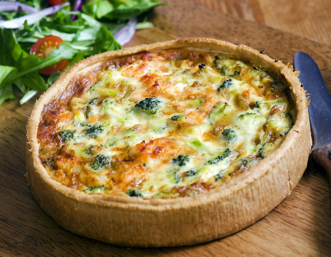 Quiche with broccoli and chicken