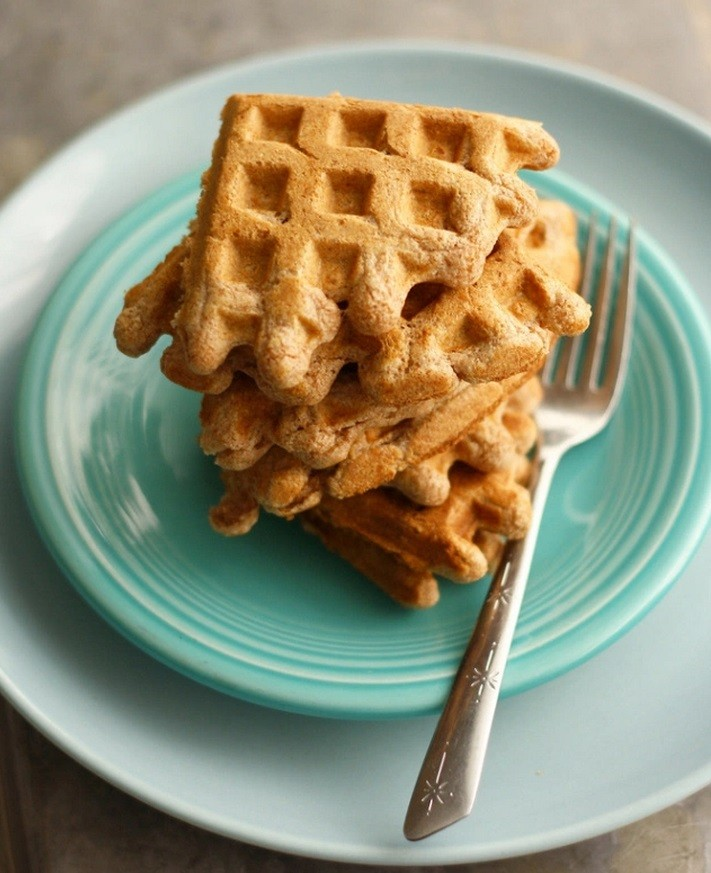 Waffles from chick-pea flour and oatmeal: a recipe for elektrovafelnitsy